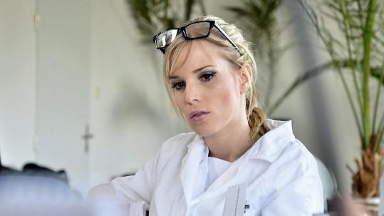 Manželka Jana Šťastného si zahrála lékařku.