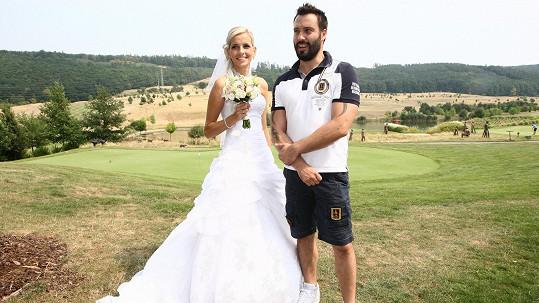 Noid na golfu zdarma pózoval s nevěstou, i když mohl dostat honorář.