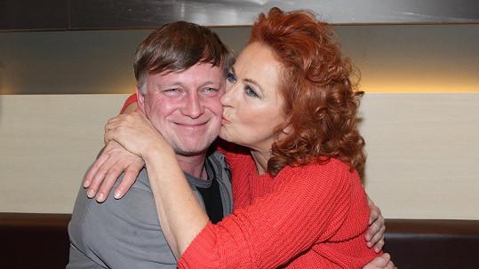 Simona Stašová a Michal Dlouhý si zahrají manželský pár.