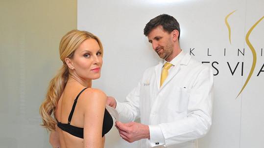 Nová prsa mohou změnit život. Své o tom ví i Simona Krainová, která není na plastice poprvé