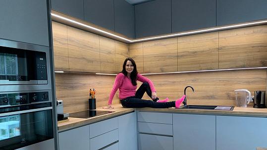 Heidi Janků ve své nové kuchyni