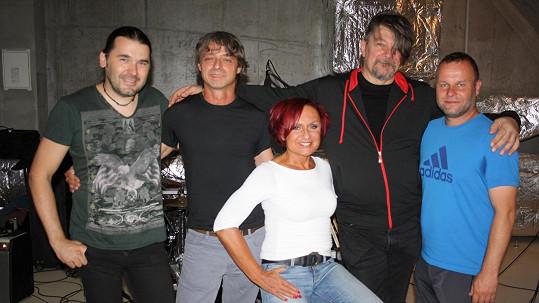 Petra Janů se svou doprovodnou kapelou Amsterdam