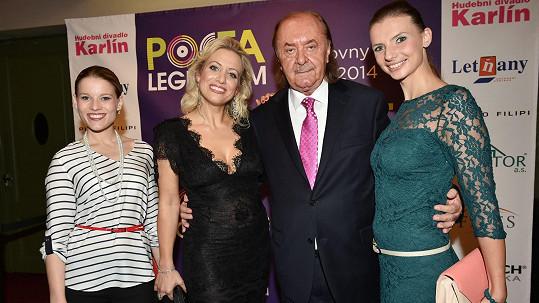 František Janeček se zpěvačkami Gemrotovou, Mátlovou a Sommerovou