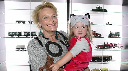 Regina Rázlová s vnučkou Avou