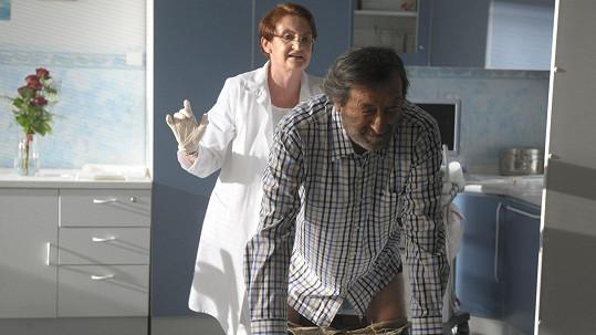 Eva Holubová a Bolek Polívka při scéně na urologii