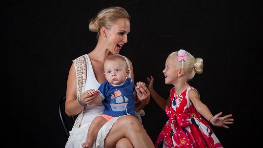 Zuza s dcerou Salmou a synem Neviem