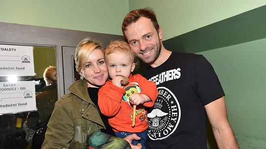 Lukáš Langmajer s manželkou Lucií a synem Mikulášem