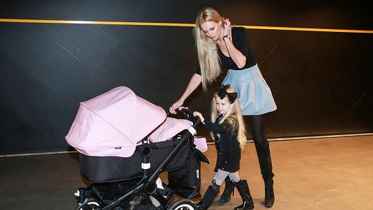 Čerstvá dvojnásobná maminka Lucie Hadašová má záviděníhodnou postavu.