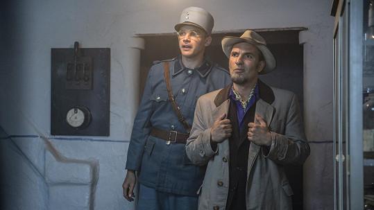 Vojta Dyk (vlevo) s Jiřím Macháčkem hrají dvojici detektivů.