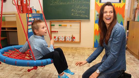 Sokolová podporuje svého bratra trpícího autismem.
