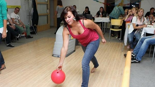 Patricie při bowlingu.