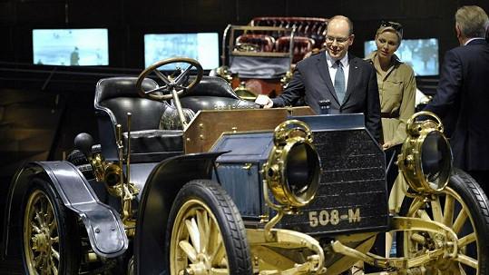 Kníže Albert II. s kněžnou Charlène jsou milovníky moderních i historických aut.