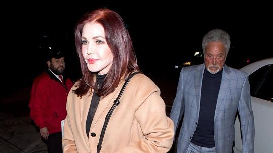Priscilla Presley a Tom Jones spolu strávili romantický večer.