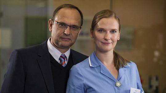 Kamila Kikinčuková je vdanou paní. Na snímku s tatínkem Pavlem, s nímž hrála v Ordinaci.