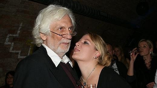 Petr Hapka bude mít svou dceru Petru stále vedle sebe.