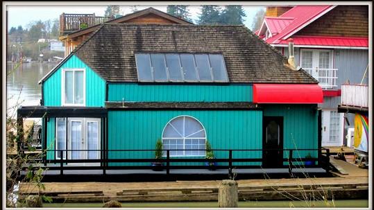 MacGyverův plovoucí dům je na prodej.