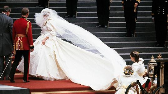 Nejslavnější svatební šaty všech dob se dostaly do opatrovnictví princezniných synů.