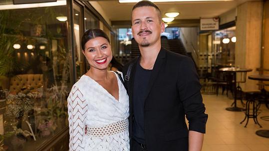 Tanečníci Veronika Lálová a Robin Ondráček vyrazili do divadla.