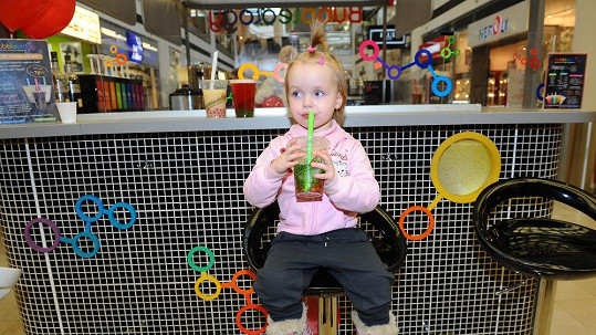 Dvouletá Claudia je dcerou známé české moderátorky.