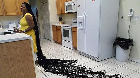 Asha má dredy dlouhé 6,4 metru.