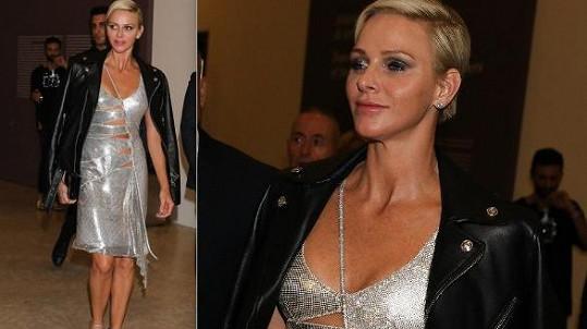 Monacká kněžna Charlene na přehlídce Versace