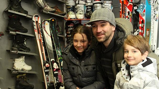 Ondřej Sokol s dcerou Ester a synem Adamem.