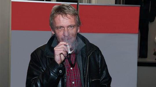 Zbigniew Czendlik se snaží odnaučit kouřit.