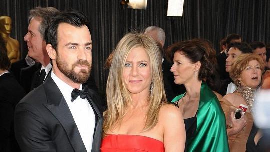 Jennifer Aniston se svým snoubencem Justinem Therouxem.