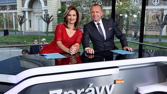 Klára Doležalová a Karel Voříšek spolu moderují zprávy na Primě.