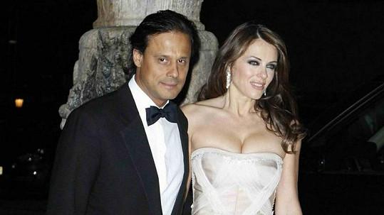 Liz Hurley s bývalým manželem Arunem Nayarem.