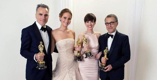 Nejlepší herci pro letošní rok. Zleva: Daniel Day-Lewis, Jennifer Lawrence, Anne Hathaway a Christopher Waltz.