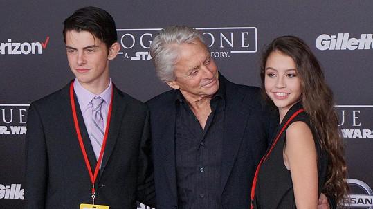Douglasova dcera Carys je celá maminka Catherine Zeta-Jones...