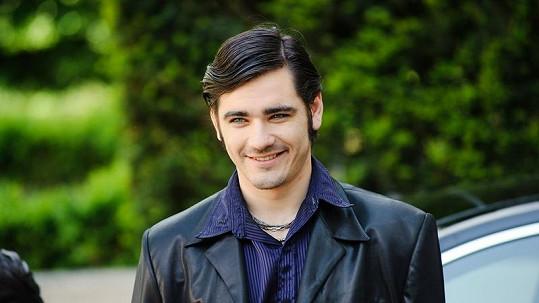 V pilotním díle seriálu Ambasáda si Vojta Kotek zahraje floutka a vymetače nevěstinců Efdžeje.