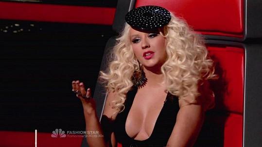 Christina Aguilera s nepřehlédnutelným výstřihem.