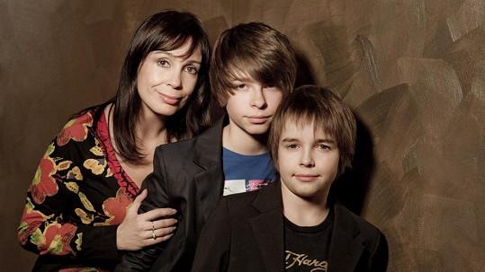 Nela Boudová zapózovala se syny Andrejem a Daliborem.