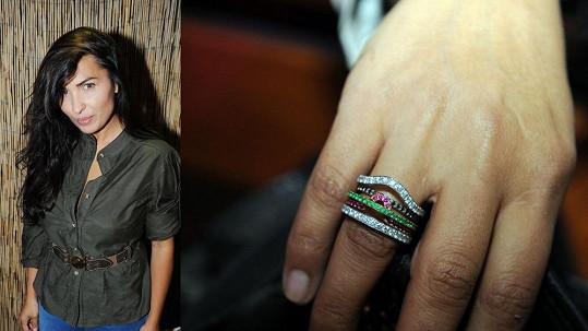 Anife dostala prstýnek.