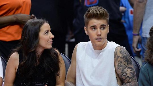 Na Justina Biebera lidé na tribunách začali pískat a bučet.