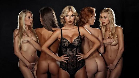 Dominika Mesarošová s nahými dívkami. Copak spolu tropily?