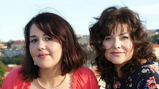 Zpěvačka Ilona Csáková poprvé představila svou mladší sestru Veroniku.