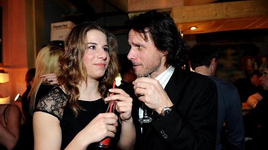 Janek Ledecký s dcerou Ester, za níž letěl na závody.