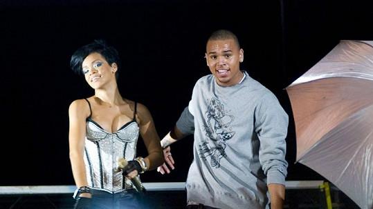 Rihanna na archivním snímku s Chrisem Brownem.