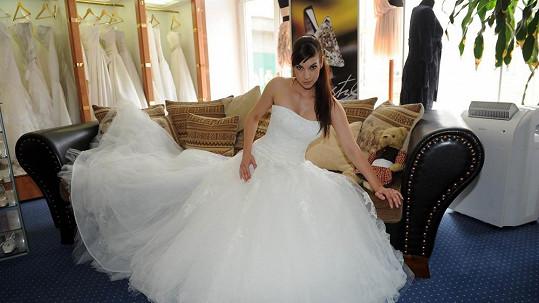 Marta ve svatebních šatech