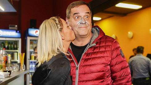Miroslav Etzler s partnerkou Helenou čekají dítě.