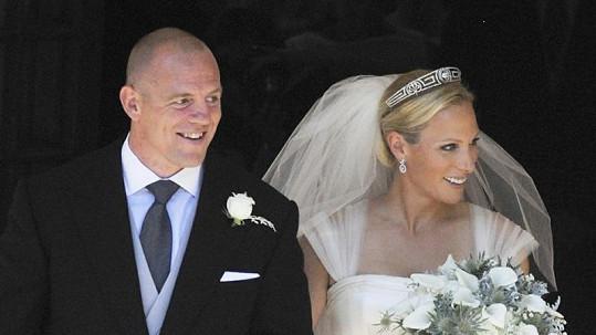 Novomanželé Zara Phillips a Mike Tindall.
