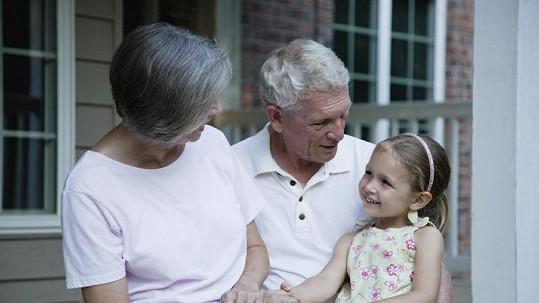 Věku babiček a dědečků se začali lidé dožívat teprve před třiceti tisíci lety.
