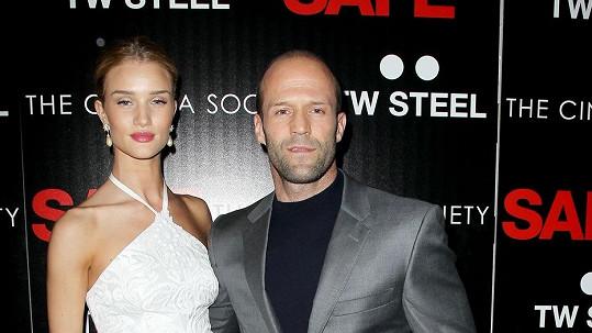 Rosie Huntington-Whiteley a Jason Statham údajně procházejí vztahovou krizí.