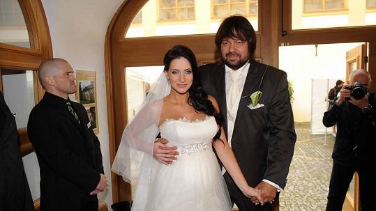 Andrea a Jiří Pomeje si musí lámat hlavu nad tím, kdo zaplatí svatbu.