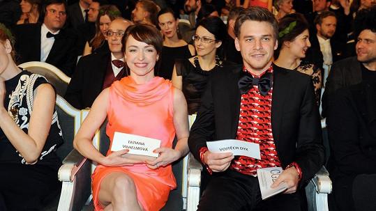 Herecký pár je na oranžovou.