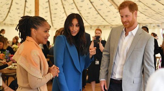 Meghan podpořil Harry i maminka Doria.