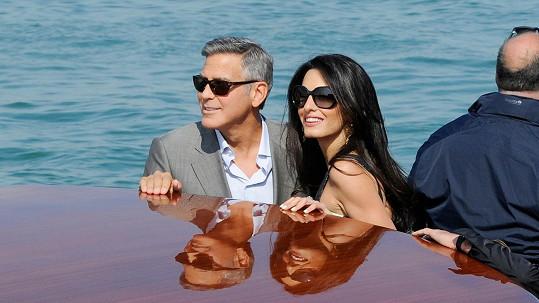 Kdy do toho George a Amal praští? Spekuluje se o pondělku.